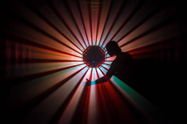 Interactive-Light-Installation-at-STRP-Biennale-hisheji (1)