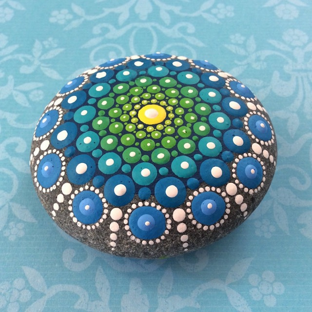 Ocean-Stones-Covered-in-Colorful-Tiny-Dots-hisheji (5)