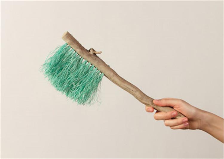 Ellie-Birkhead-brushes-hisheji (6)