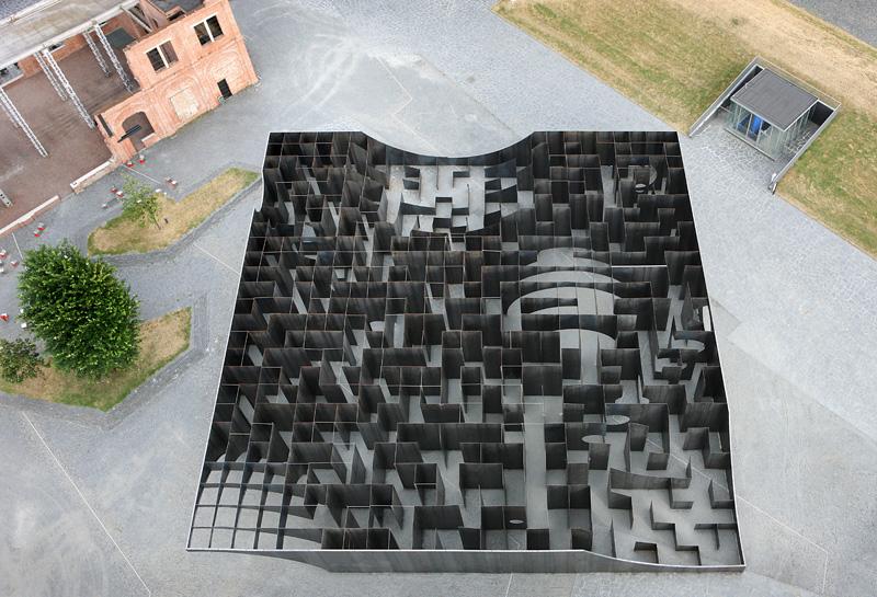 Gijs van Vaerenbergh-steel-labyrint-hisheji (1)