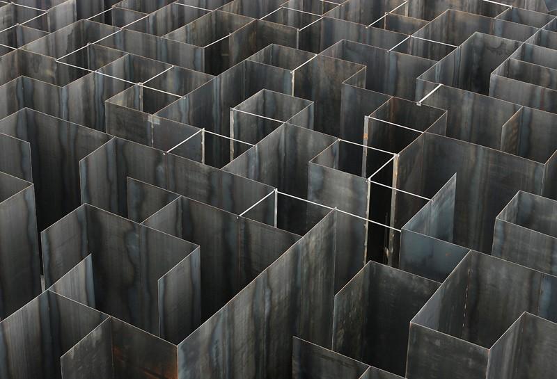 Gijs van Vaerenbergh-steel-labyrint-hisheji (13)