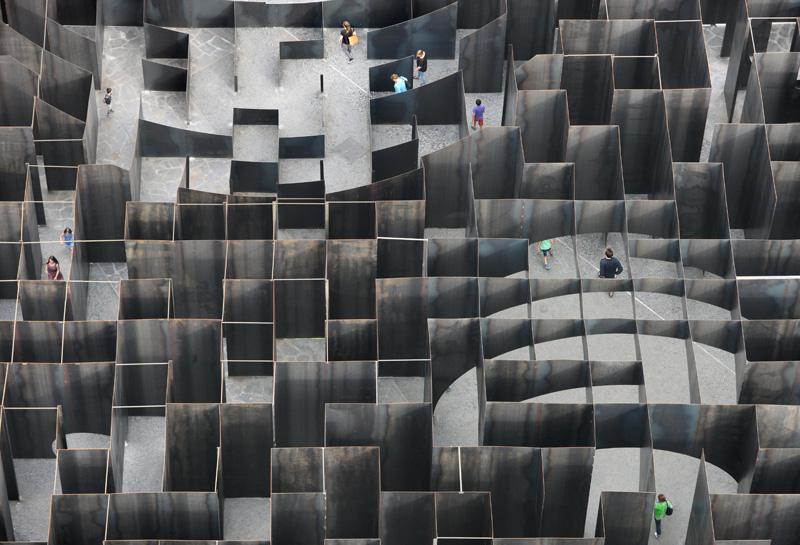 Gijs van Vaerenbergh-steel-labyrint-hisheji (4)
