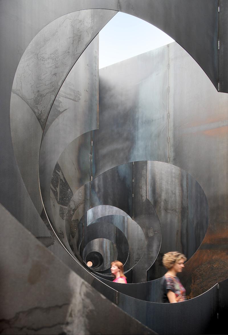 Gijs van Vaerenbergh-steel-labyrint-hisheji (9)