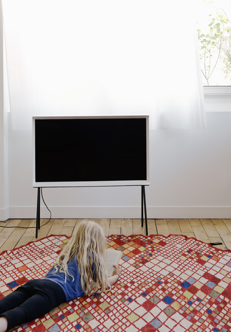 ronan-and-erwan-bouroullec-serif-tv-for-samsung-hisheji (11)