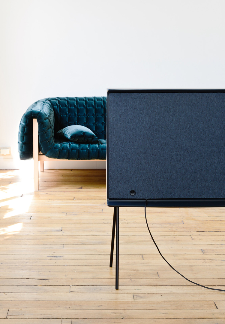 ronan-and-erwan-bouroullec-serif-tv-for-samsung-hisheji (14)