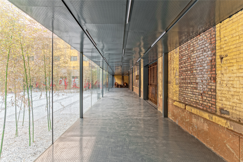 Qigreatwall-art-gallery-entrance-hisheji
