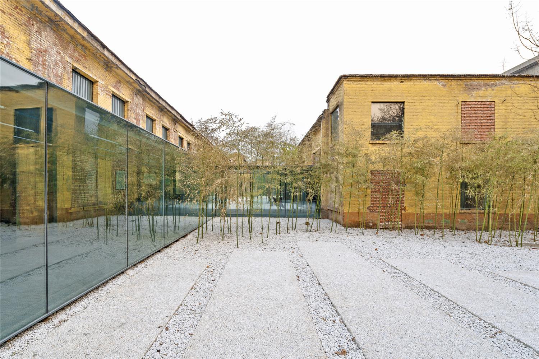 Qigreatwall-art-gallery-vestibule-hisheji