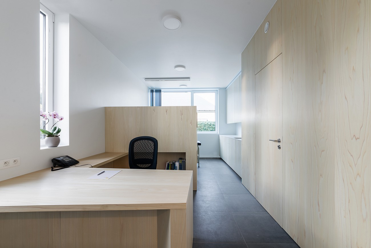 020-Medical-practice-De-Schuyter-by-Joshua-Florquin-Architect