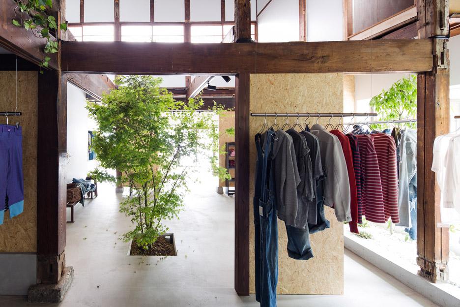 bankara-vintage-clothing-store-manabu-okano_dezeen_936_11-1