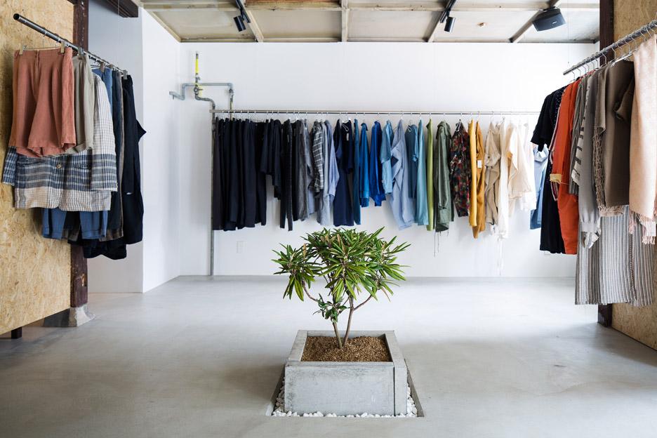 bankara-vintage-clothing-store-manabu-okano_dezeen_936_8-1
