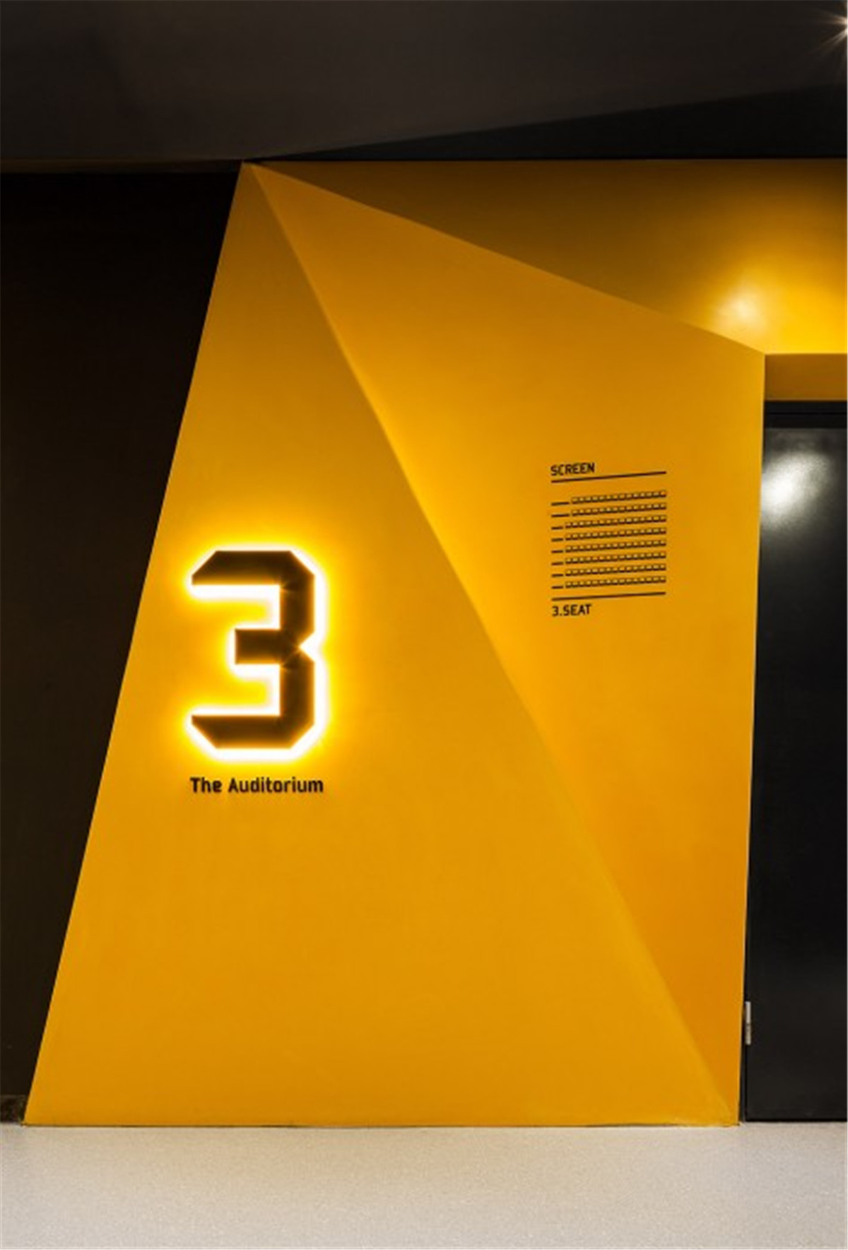 014-Cinema-of-Vitality-in-Yellow-Origami-Baichuan-International-Cinema-By-UM-DESIGN-472x696