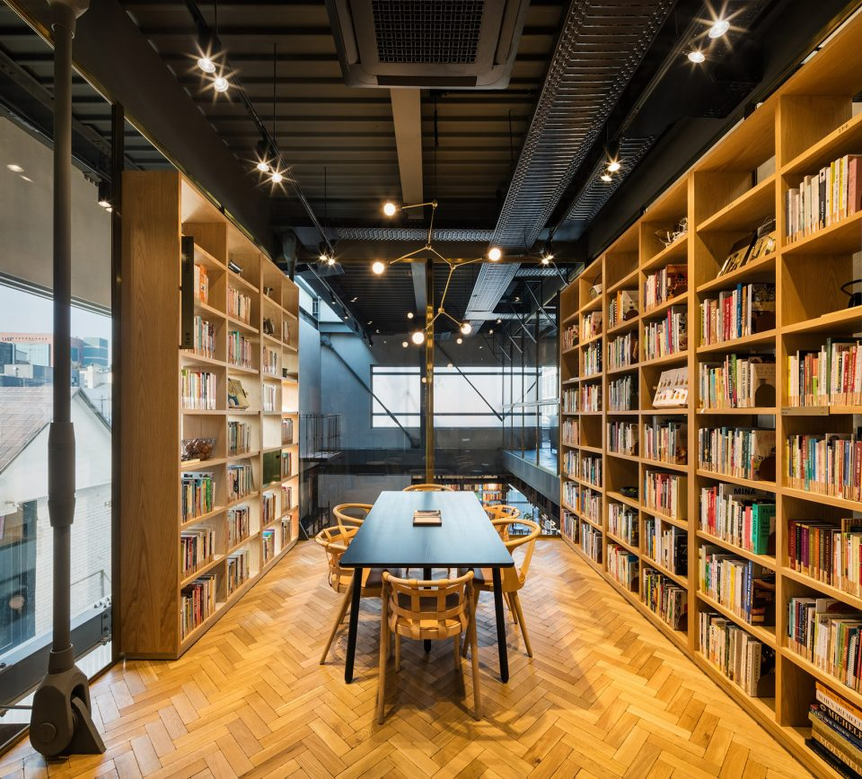 010-Hyundai-Card-Cooking-Library-in-Seoul-960x868