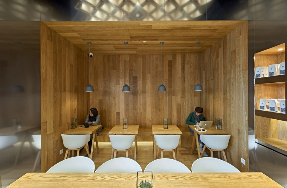 05-GREYBOX-COFFEE-in-Beijing-Kerry-Center-by-Fangshi-Design-960x630