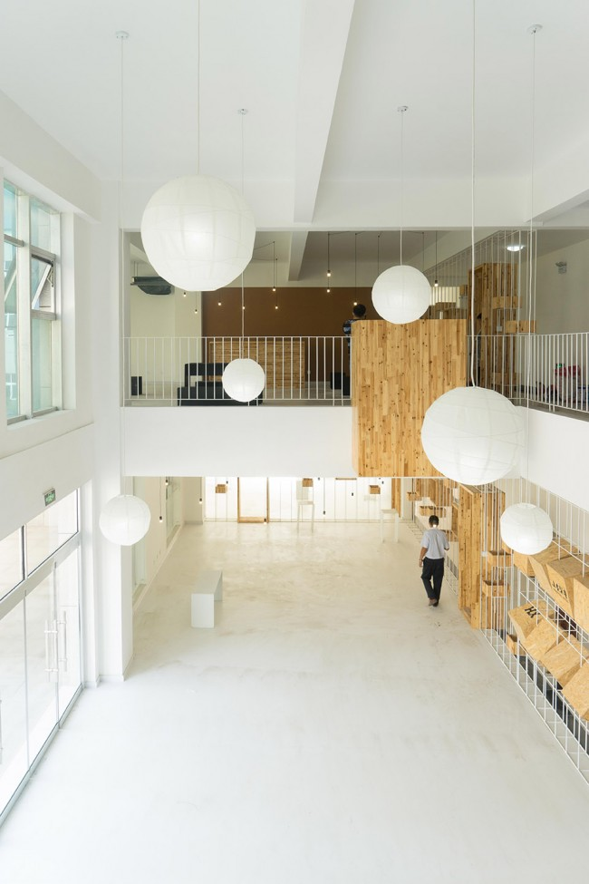 7-A-low-cost-transformation-for-a-public-space-of-business-incubator-650x975