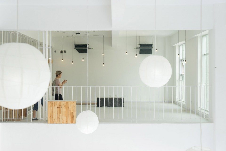 9-A-low-cost-transformation-for-a-public-space-of-business-incubator-960x640