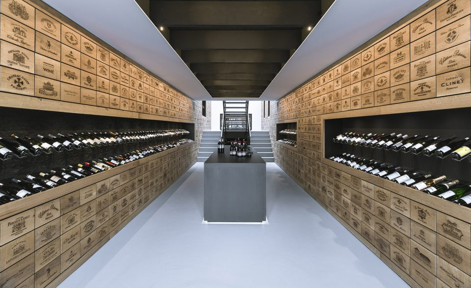003-Wineshop-Clad-with-2100-Engraved-Oak-Panels-960x587