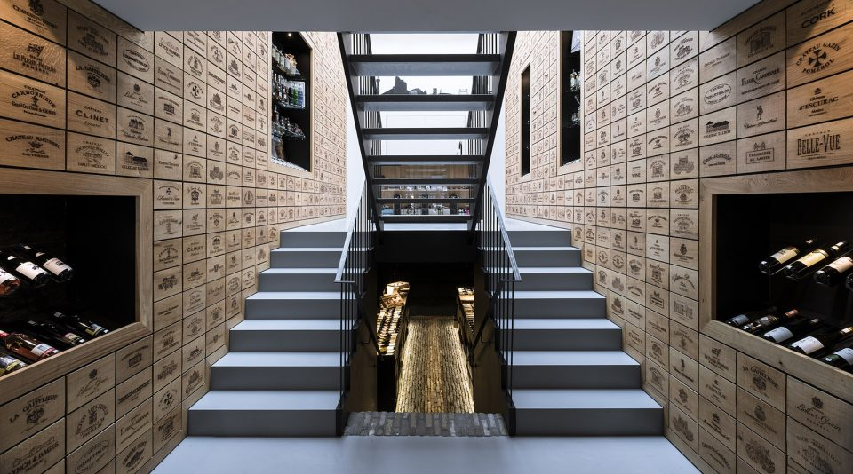 004-Wineshop-Clad-with-2100-Engraved-Oak-Panels-960x534
