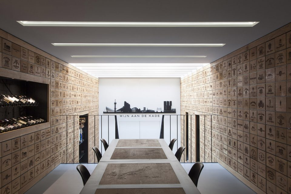 007-Wineshop-Clad-with-2100-Engraved-Oak-Panels-960x640