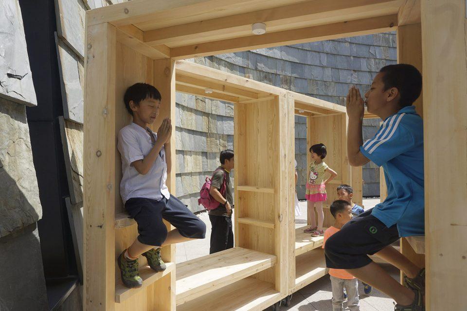 11-Practicing-Folding-House02-960x640