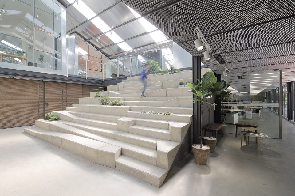 005-Work-studio-in-a-Plant-house-By-O-office-Architects-960x640