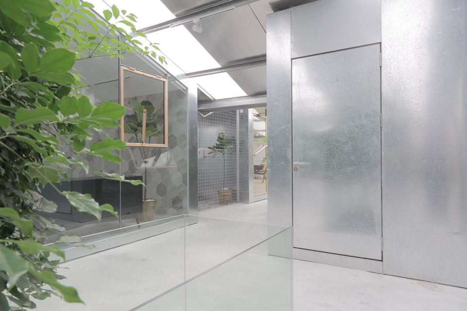 013-Work-studio-in-a-Plant-house-By-O-office-Architects-960x640