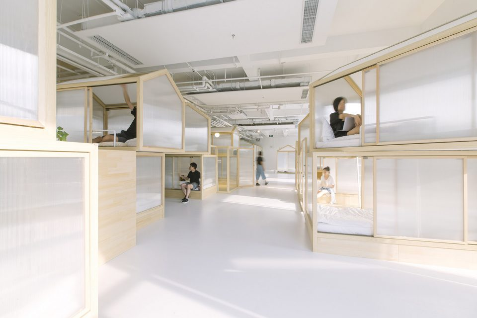 1-RLW-Together-Hostel-indoor-camping-space-for-youth-By-Jacobsen-Arquitetura-960x640