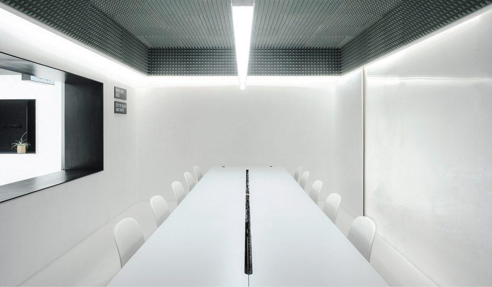 018-First-Cry-Film-Office-By-RIGI-Design-960x560
