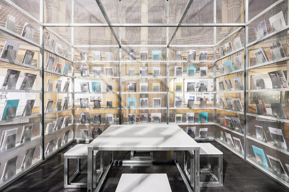 005-A-pop-up-wireframe-newsstand-By-SET-Architects-960x640