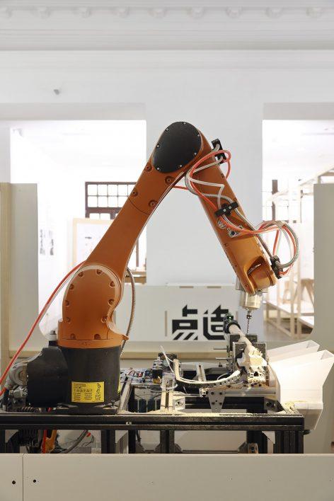 Kuka-robot-station_02_dot-make-popup-store_dot-architects-472x708