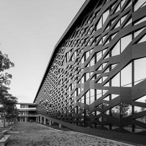 保留渔村风格的现代建筑——海南兴隆游客中心