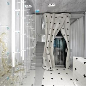 Maison Margiela米兰专卖店里的木窗帘