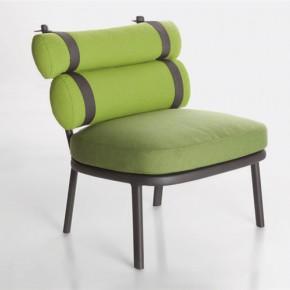 穿背带装的椅子