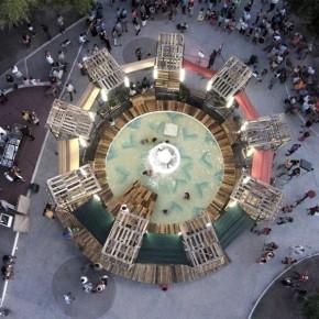 脚手架让旧喷泉变身城市戏水中心