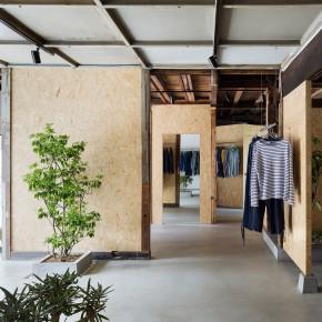他把上世纪 40 年代的旧建筑造成精品服装店