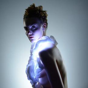 Design Lab:这件衣服把人类肢体运动表现的富有诗意形似舞蹈