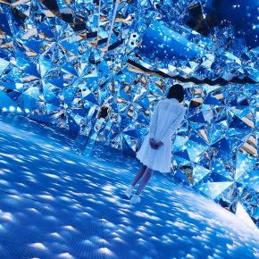 Design LAB:他用光影为女性量身打造了一个水晶宫