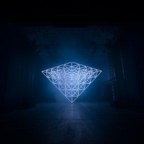 Design LAB:360根灯管+电子音乐,这样的闪光体验还是第一次