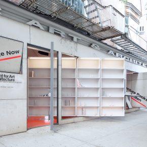 这面可旋转的墙,背后的书架上都是没写完的书