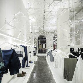 服装店里挂1000多个衣架,这设计你get到了吗?