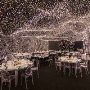 最炫科幻风餐厅来袭,用25万个灯泡造了一片浪漫星空